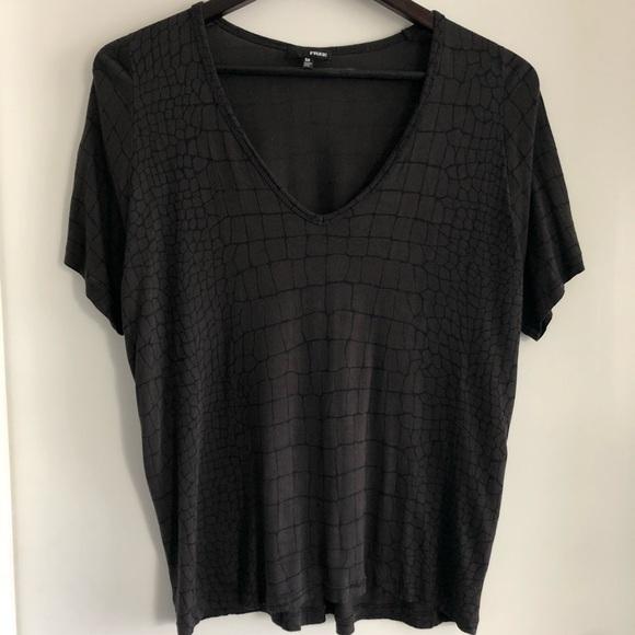 Aritzia Tops - Libre T-shirt